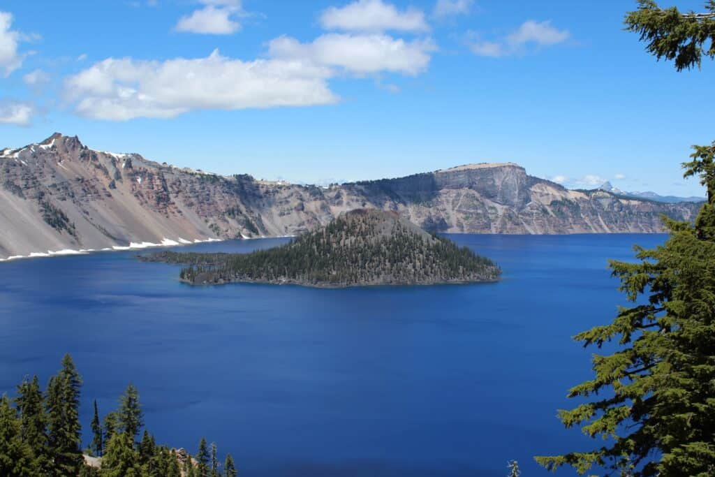 Scenic photo of Wizard Island in Crater Lake.
