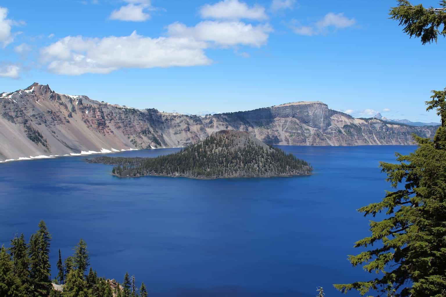 Scenic photo of Wizard Island in Crater Lake