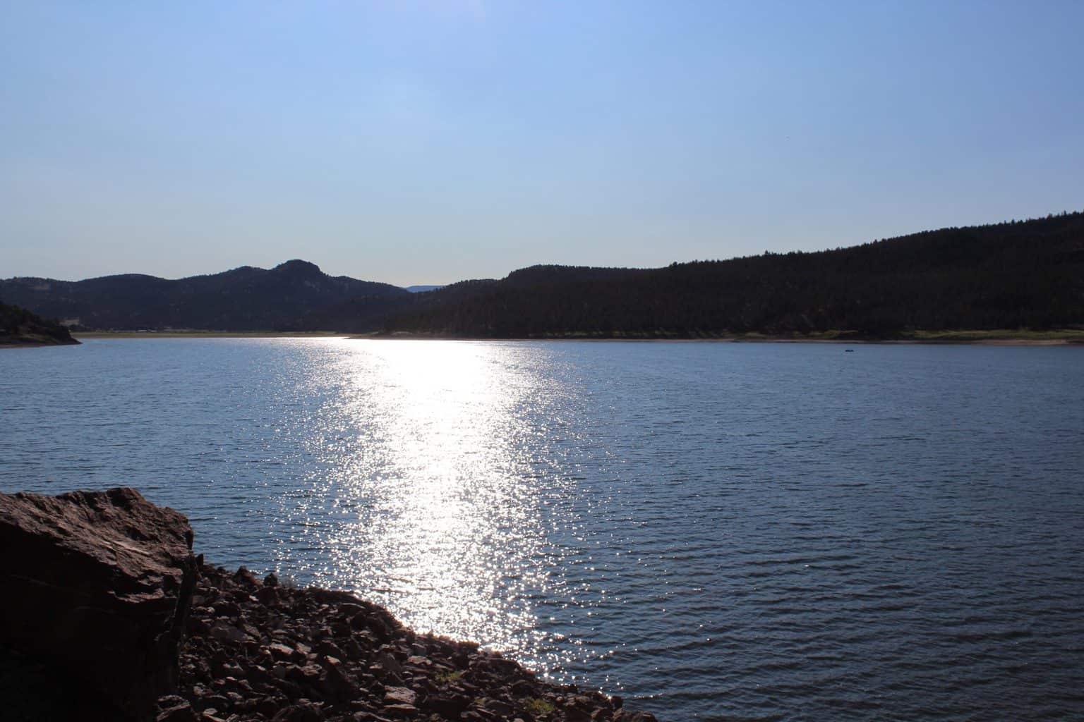 A sunset at ochoco reservoir.