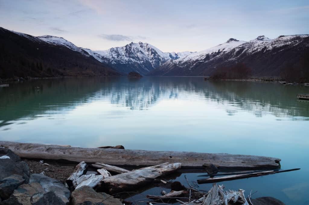 beautiful coldwater lake near mount saint helens