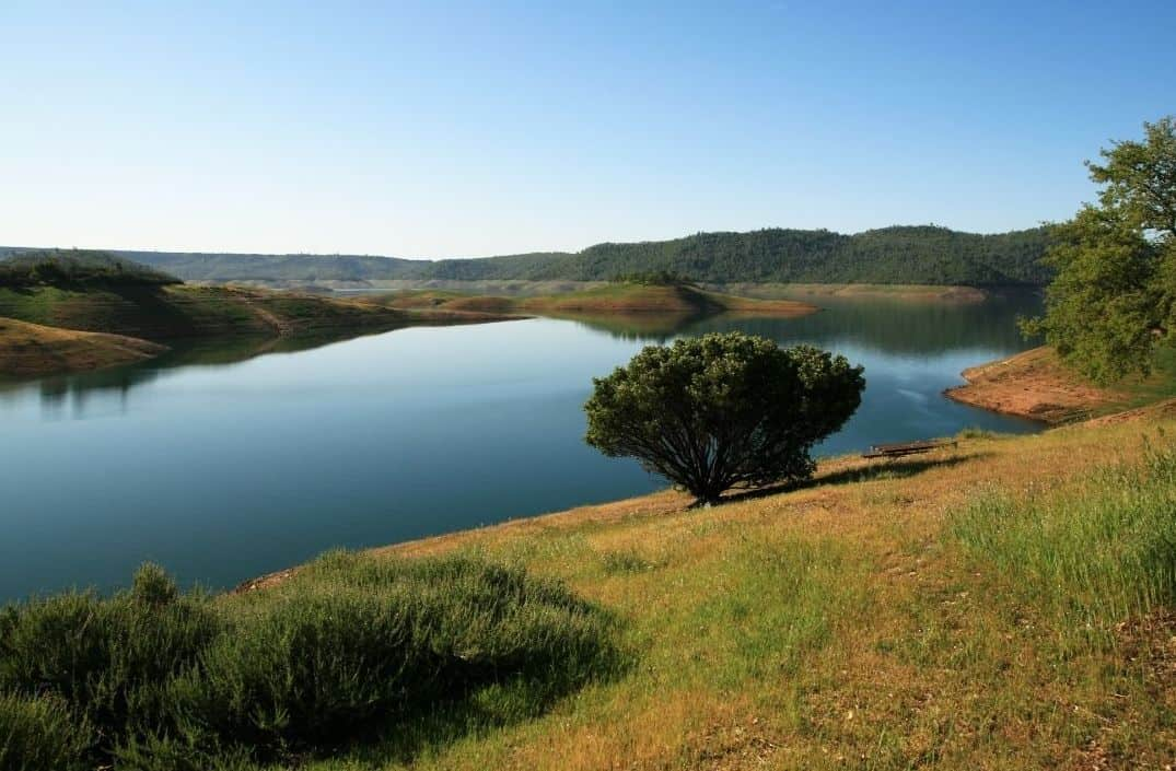 Scenic overview of new melones lake.