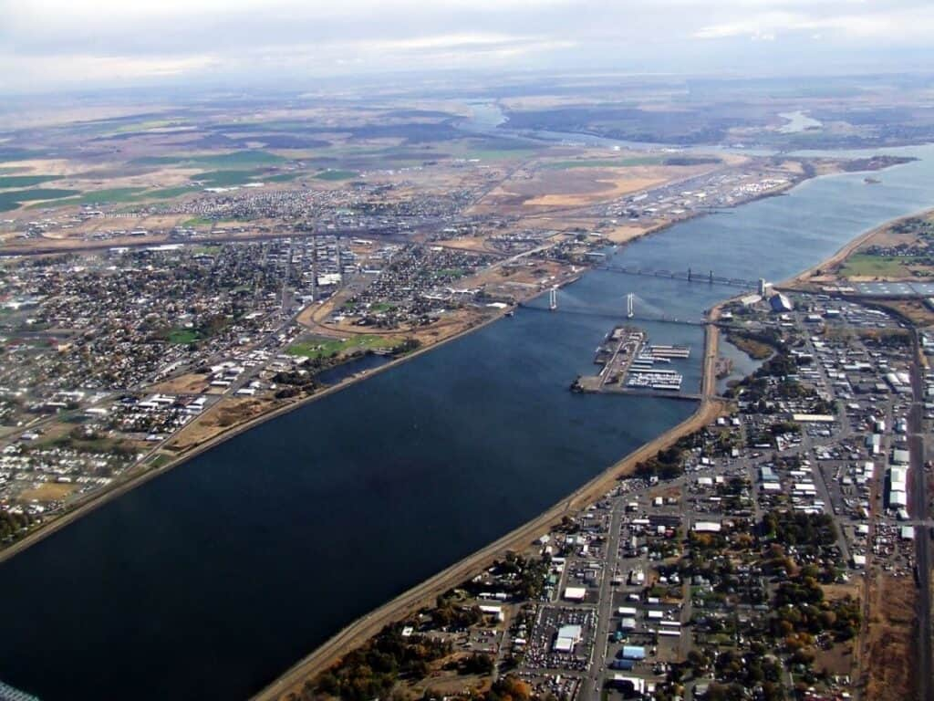 Aerial photograph of the Columbia River passing through Tri-Cities Washington.